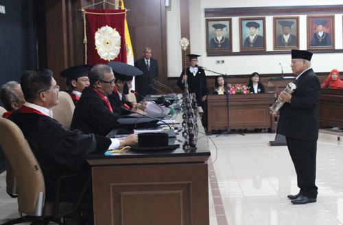 Diuji Ketua MA, Ketua PTA Jambi Raih Gelar Doktor dari UGM